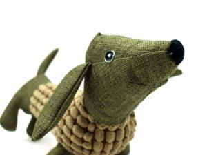 Peluche jouet pour chien en forme de teckel.